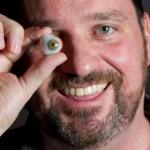 Eyeborg: Este homem instalou uma câmara de filmar no olho