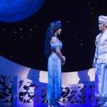 A história de Aladdin encanta o público como filme ou musical